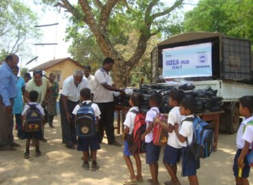 Kit scuola per i bambini in Sri Lanka